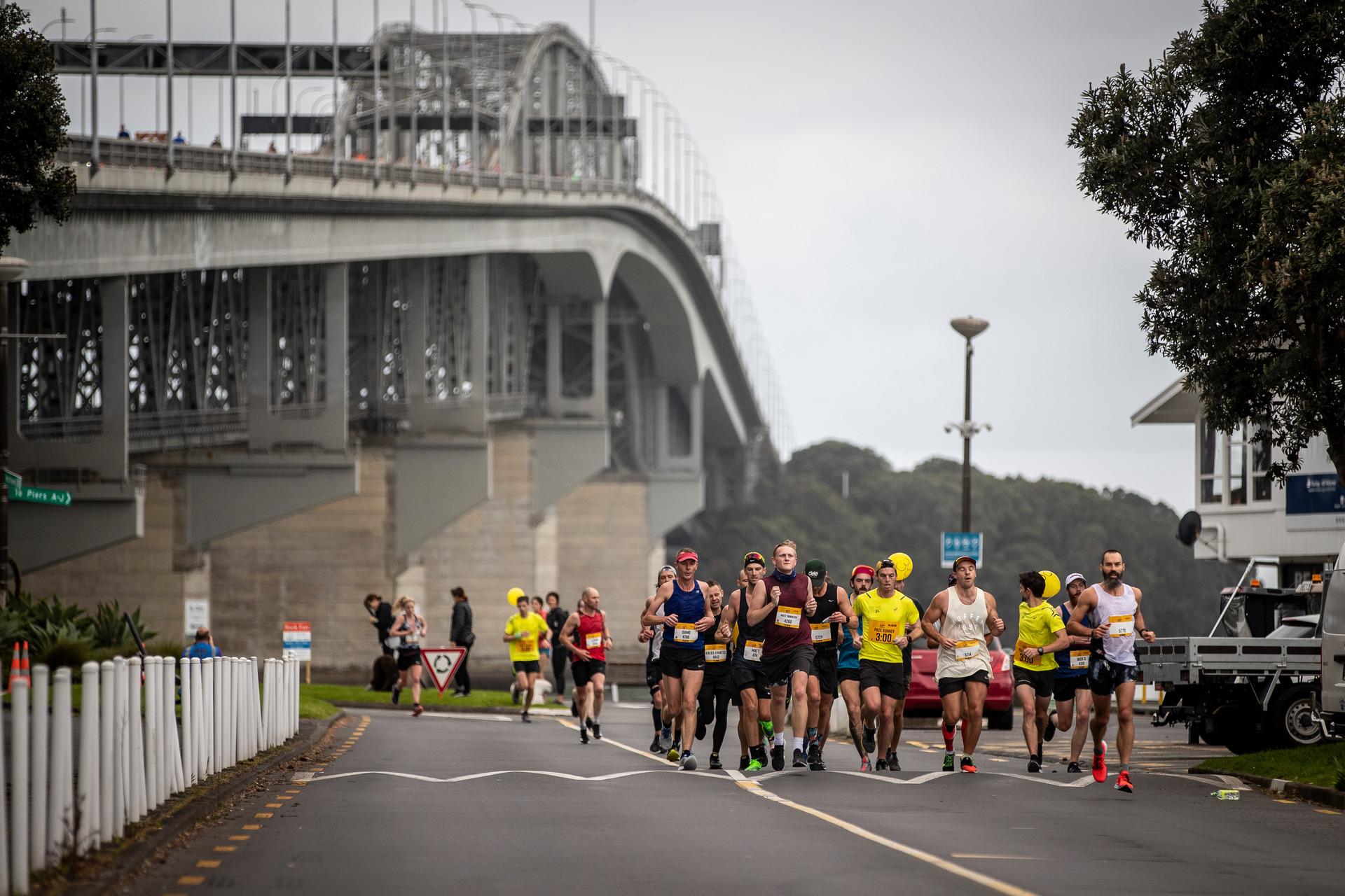 Thousands pound pavement for Auckland marathon