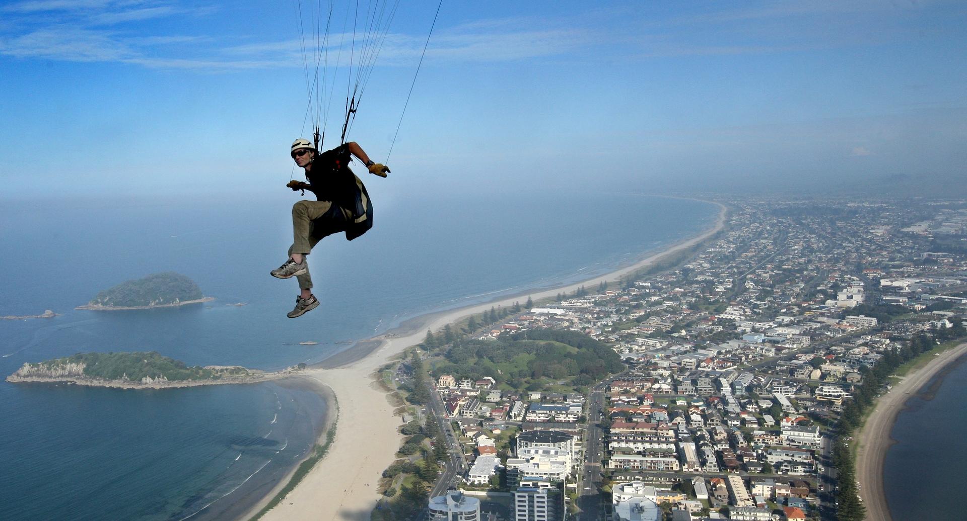 Paraglider pilot still defiant - NZ Herald