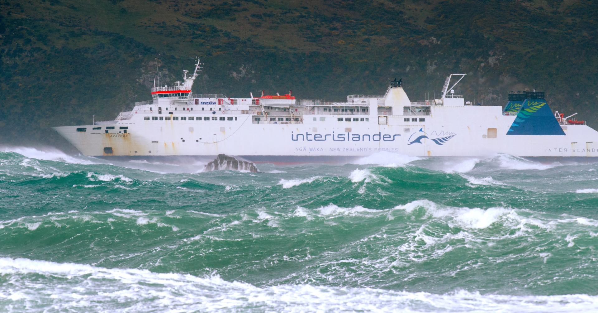 Wellington ferry terminal closed to due to quake risk