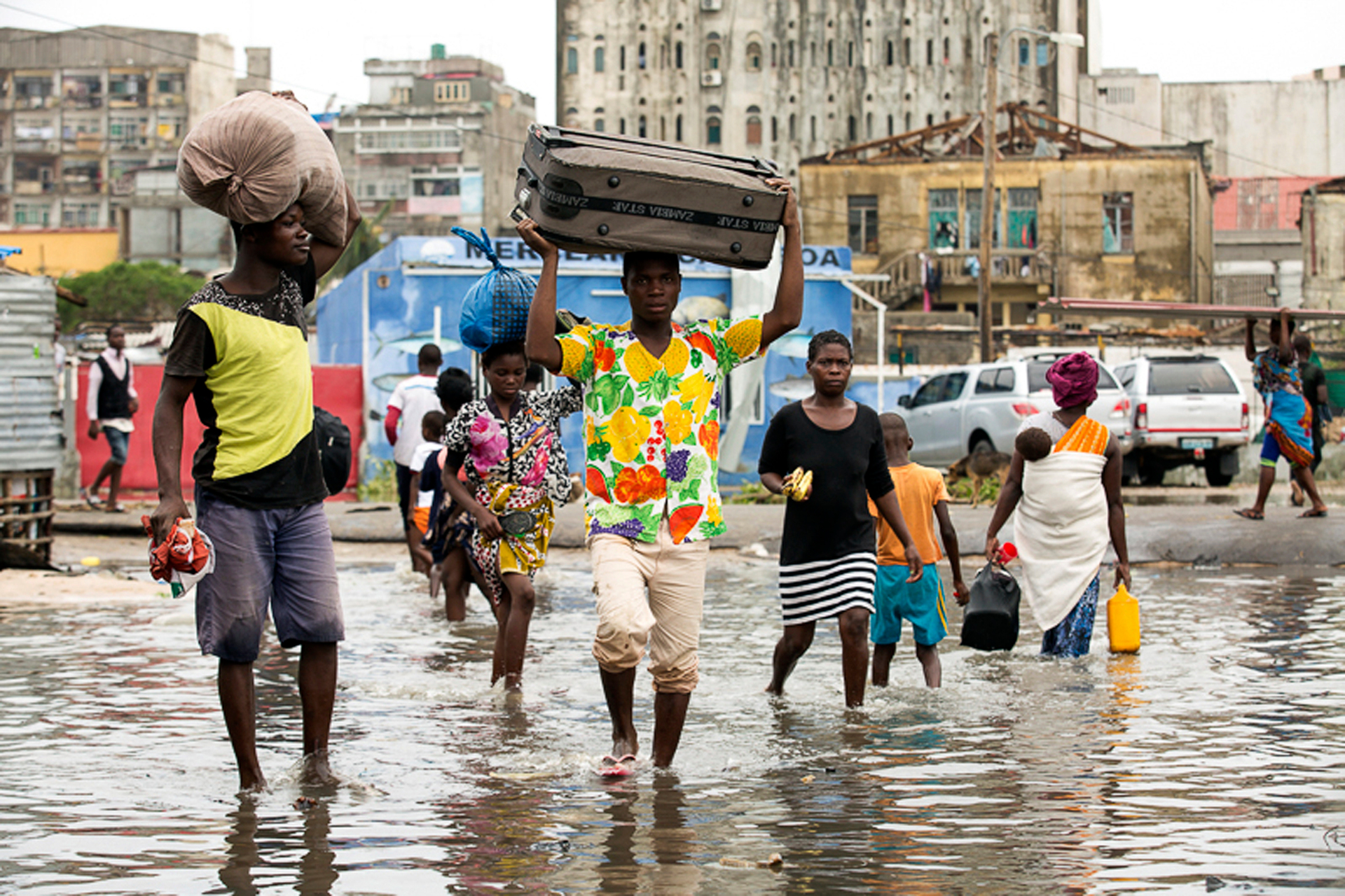 Mozambique mourns Cyclone Idai deaths as rescuers struggle to reach those affected