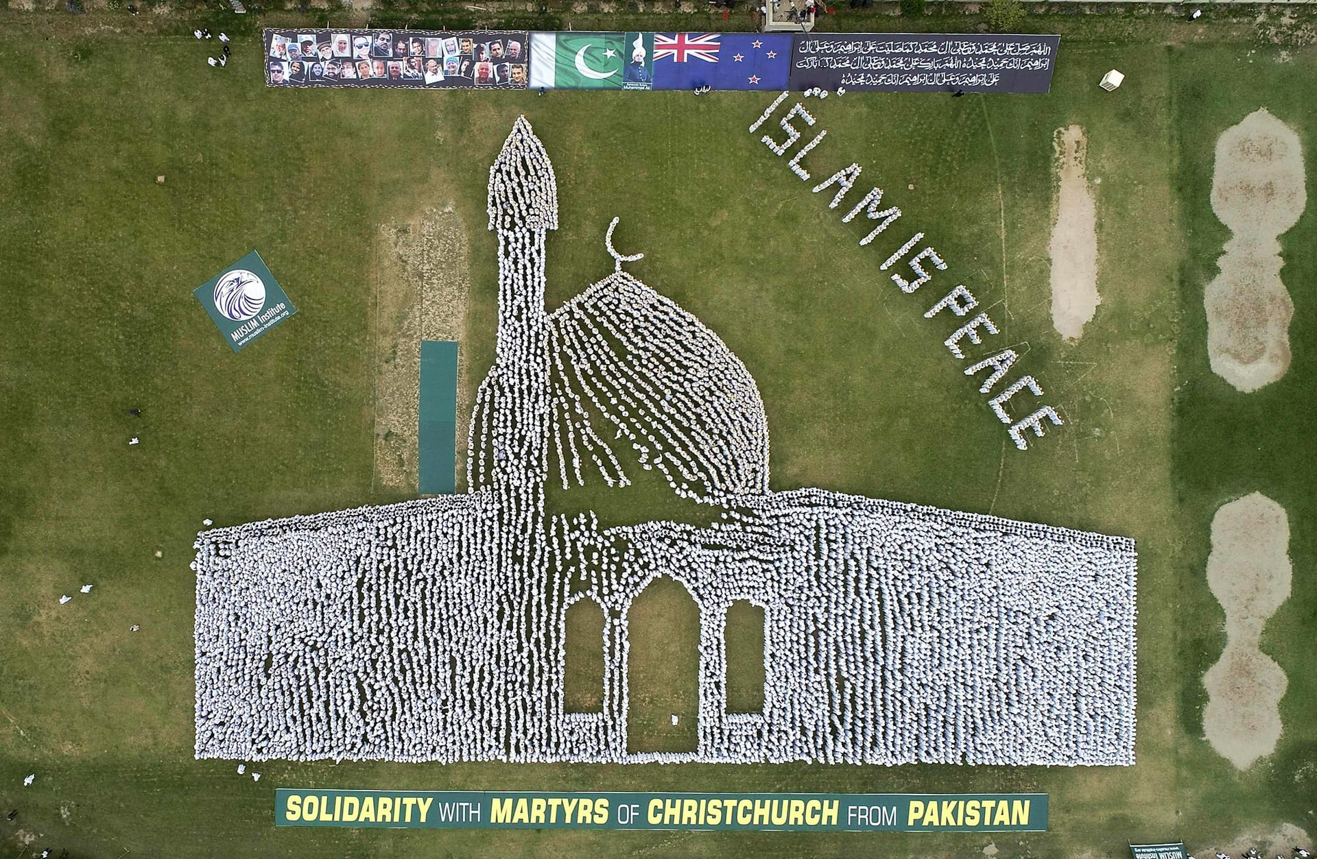 20,000 Pakistanis create shape of Christchurch mosque to show solidarity