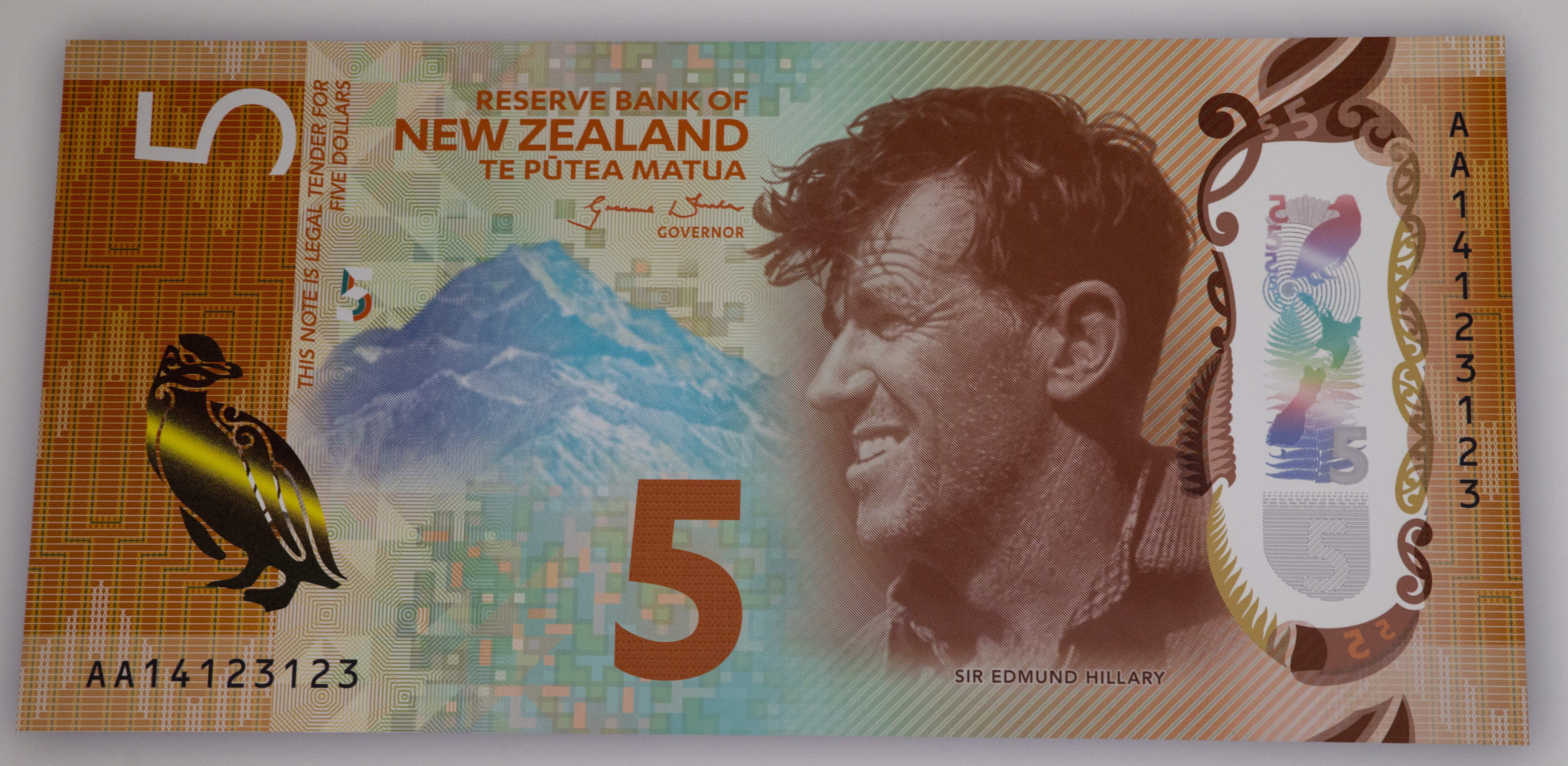 Nz Rules Five Dollar Note Wins World Currency Beauty Parade