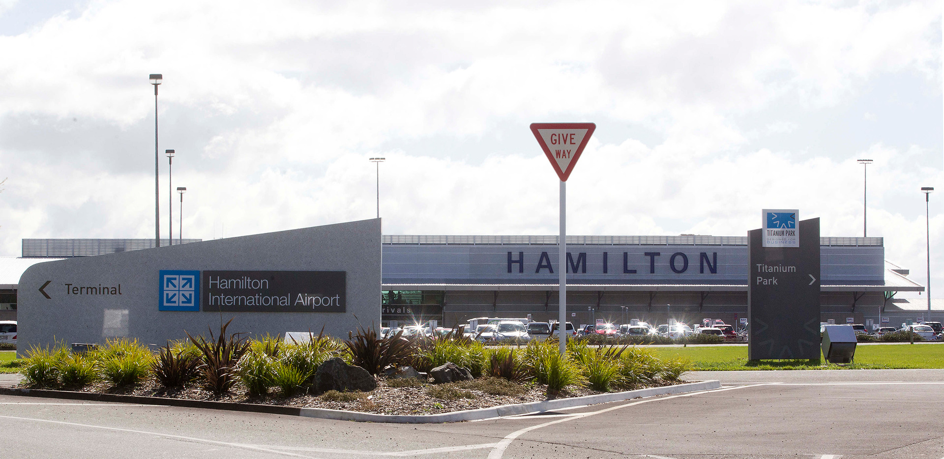 Emergency at Hamilton airport: Plane with landing gear problems