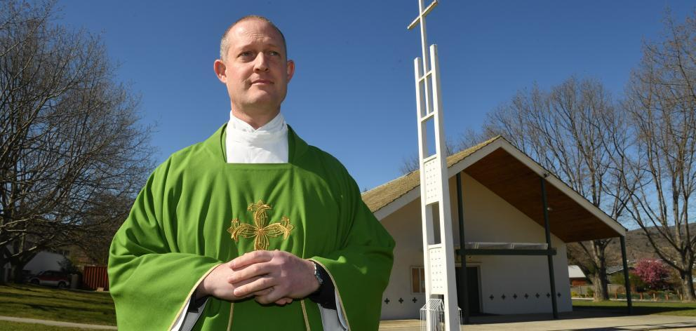 Priest speaks out, criticises Catholic Church's handling of historic sexual abuse allegations