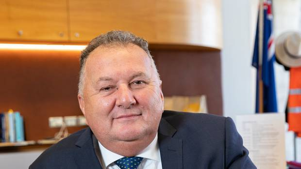 Shane Jones announces loan for Invercargill to mark first Auckland direct flight