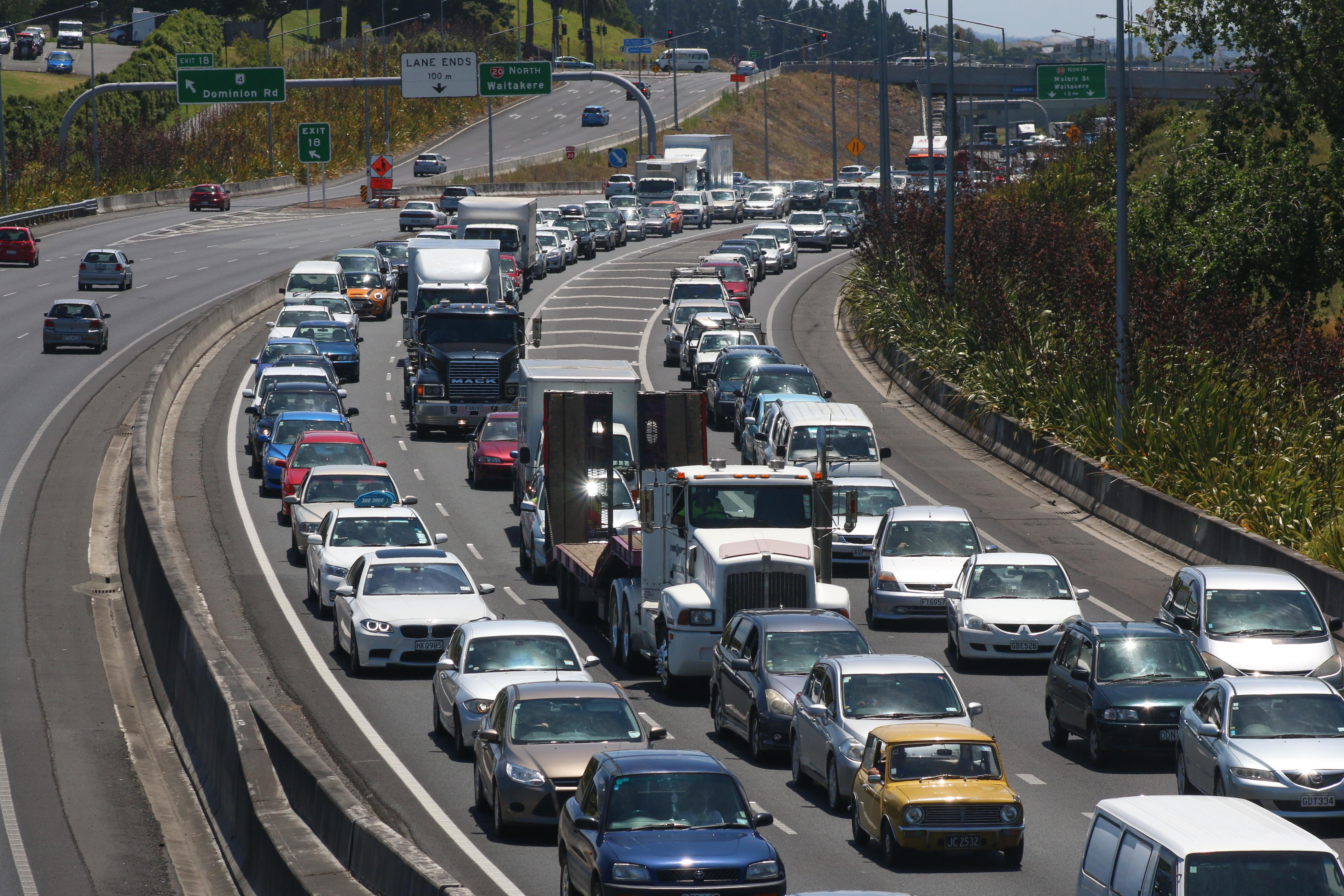 Holiday traffic: Roads busiest in the afternoon - NZ Herald