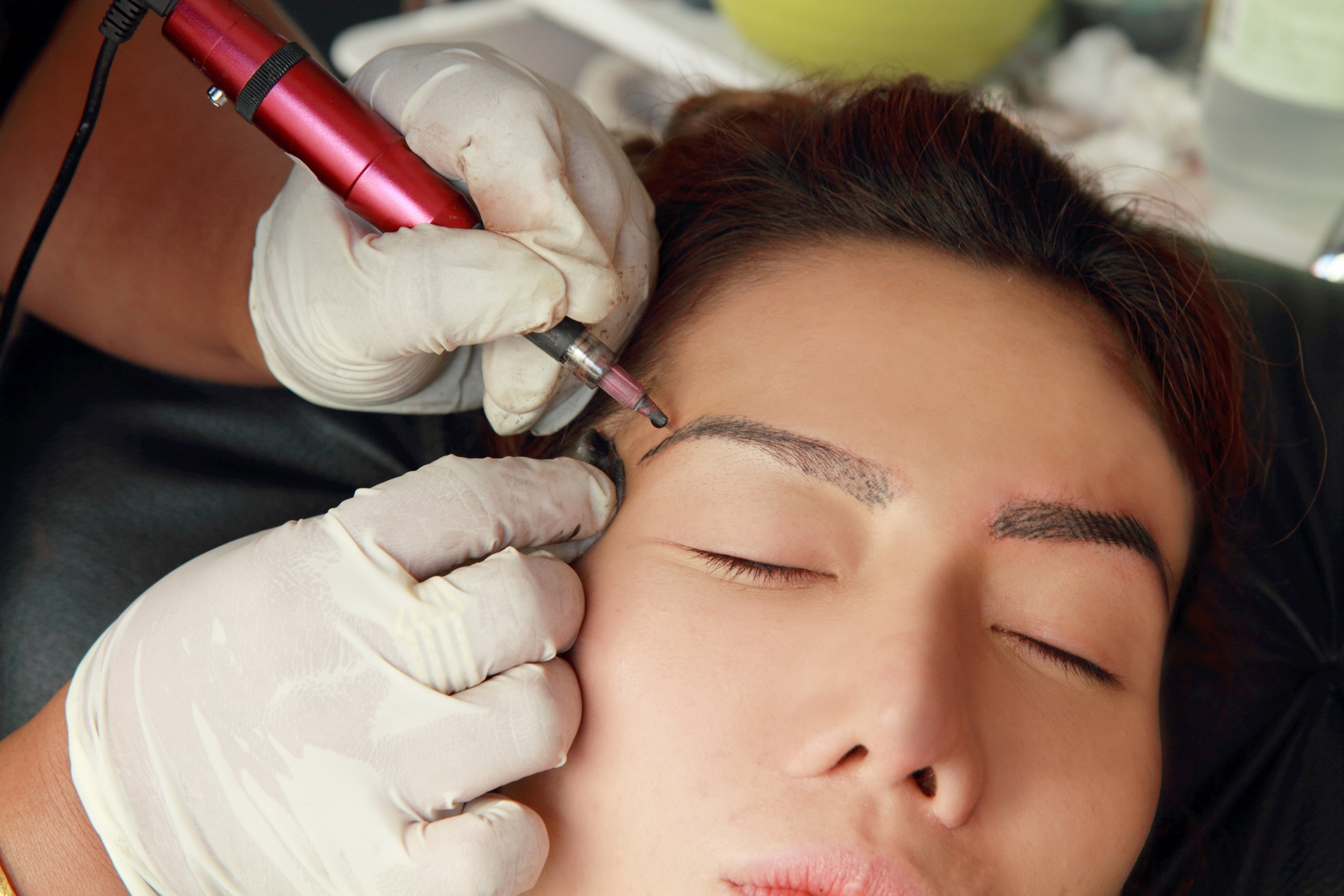 Permanent Makeup Causes Womens Faces To Burn In Mri Scan Nz Herald