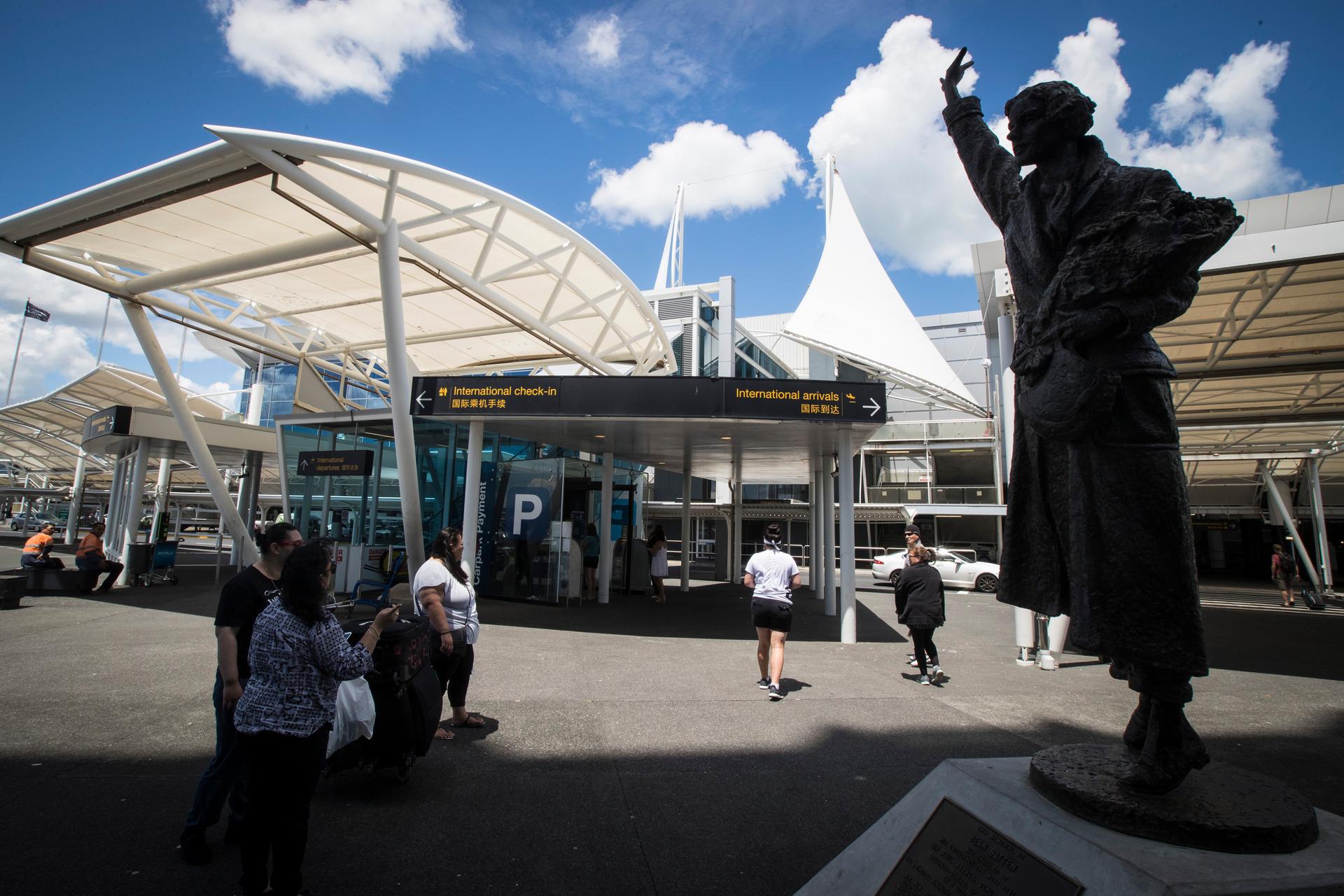 Auckland International Airport leads NZ market lower