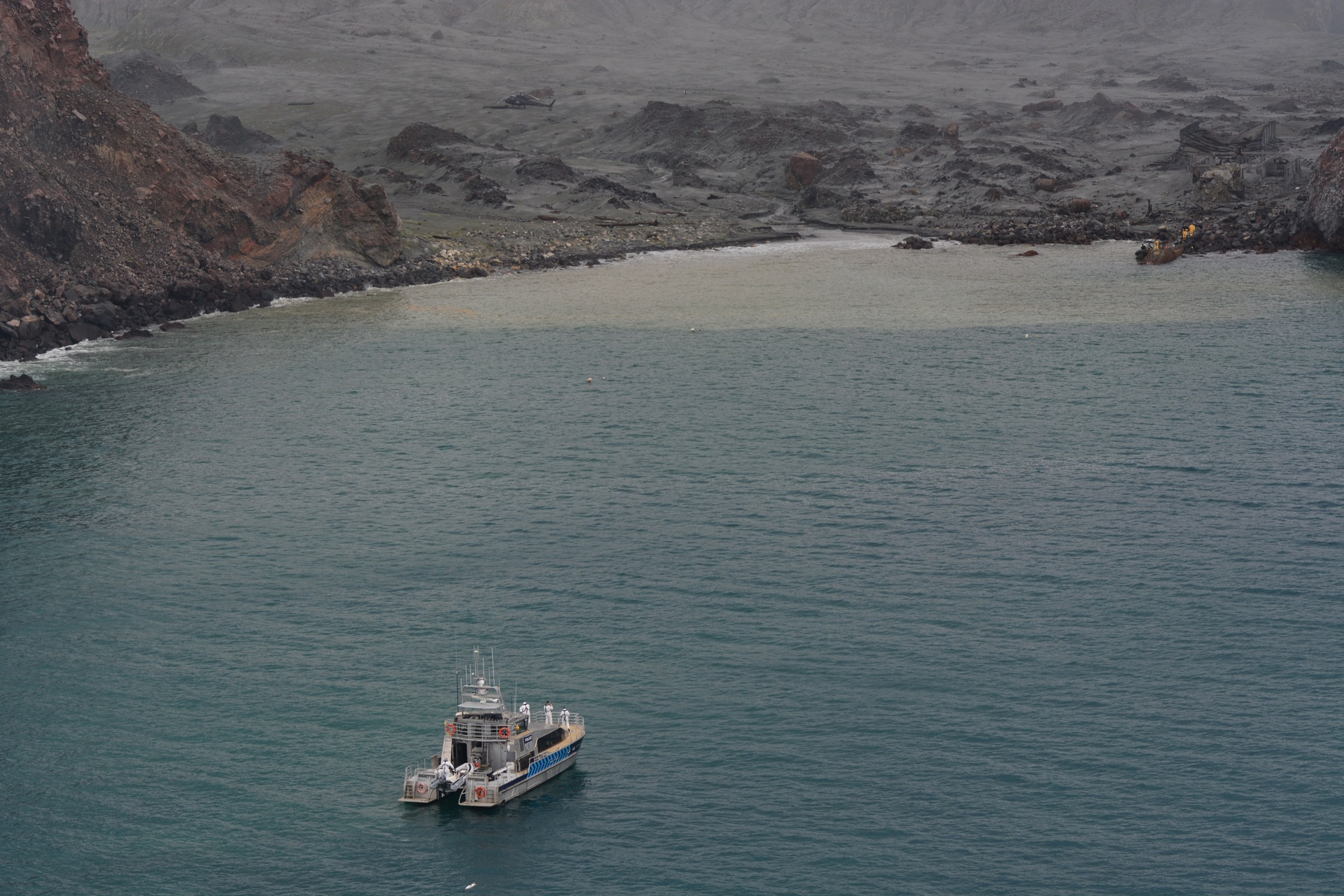 Live White Island rescue: Minute's silence on Monday, PM announces