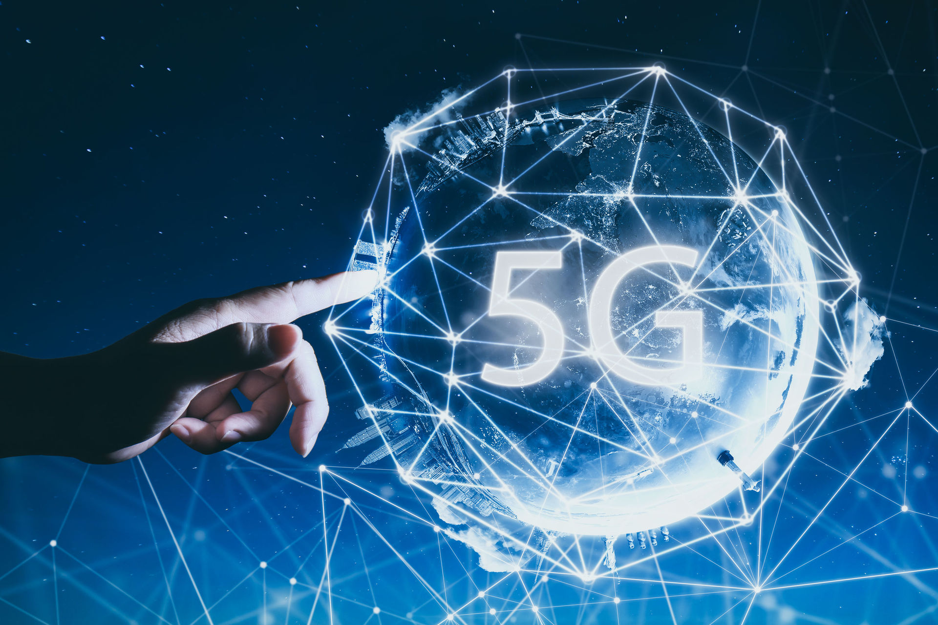 Telcos urge govt to act on 5G scaremongering; ministers ignore visiting 'expert'