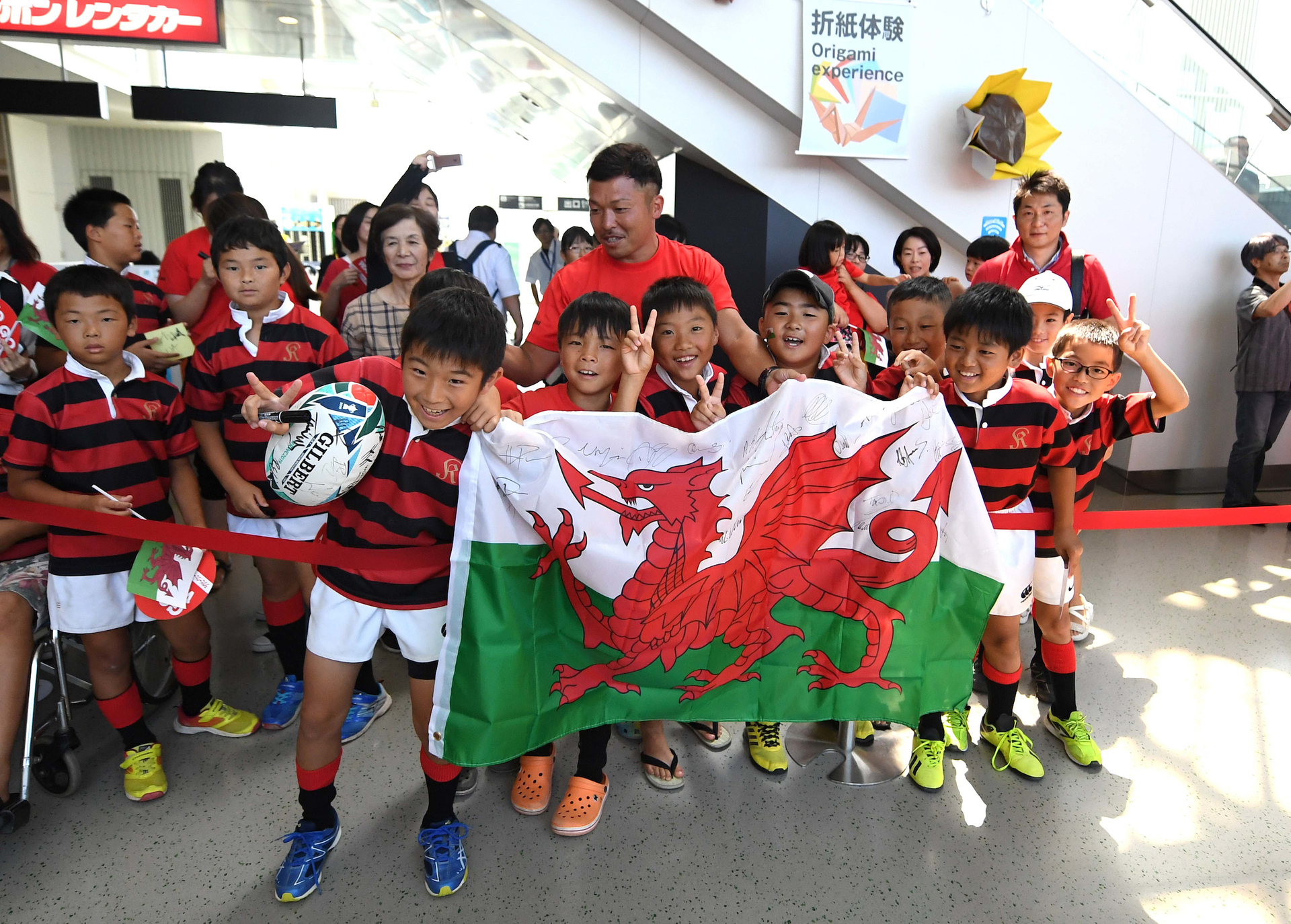 Rugby World Cup 2019: 15,000 fans sing Wales national anthem at training session