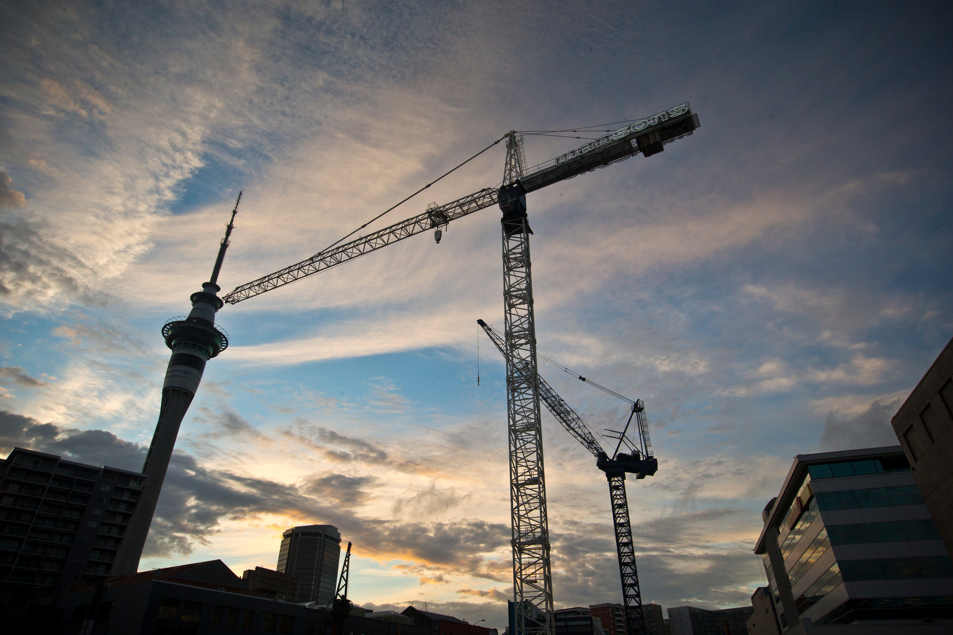 Crane numbers drop as mega jobs end, infrastructure keeping sector busy