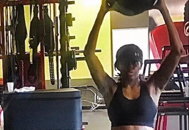 Michelle Obama flaunts abs at the gym