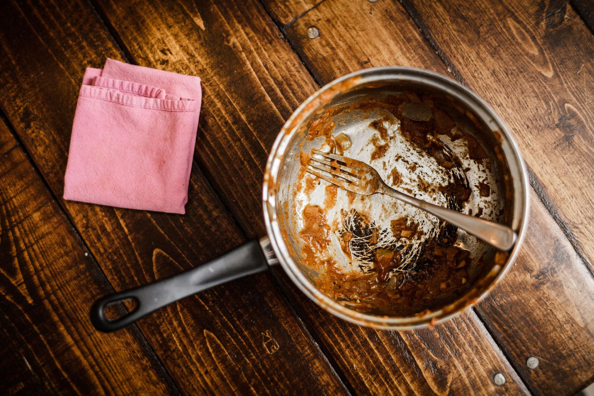 'Zero scrubbing required': Mum's genius tip to get burnt rice off the pan