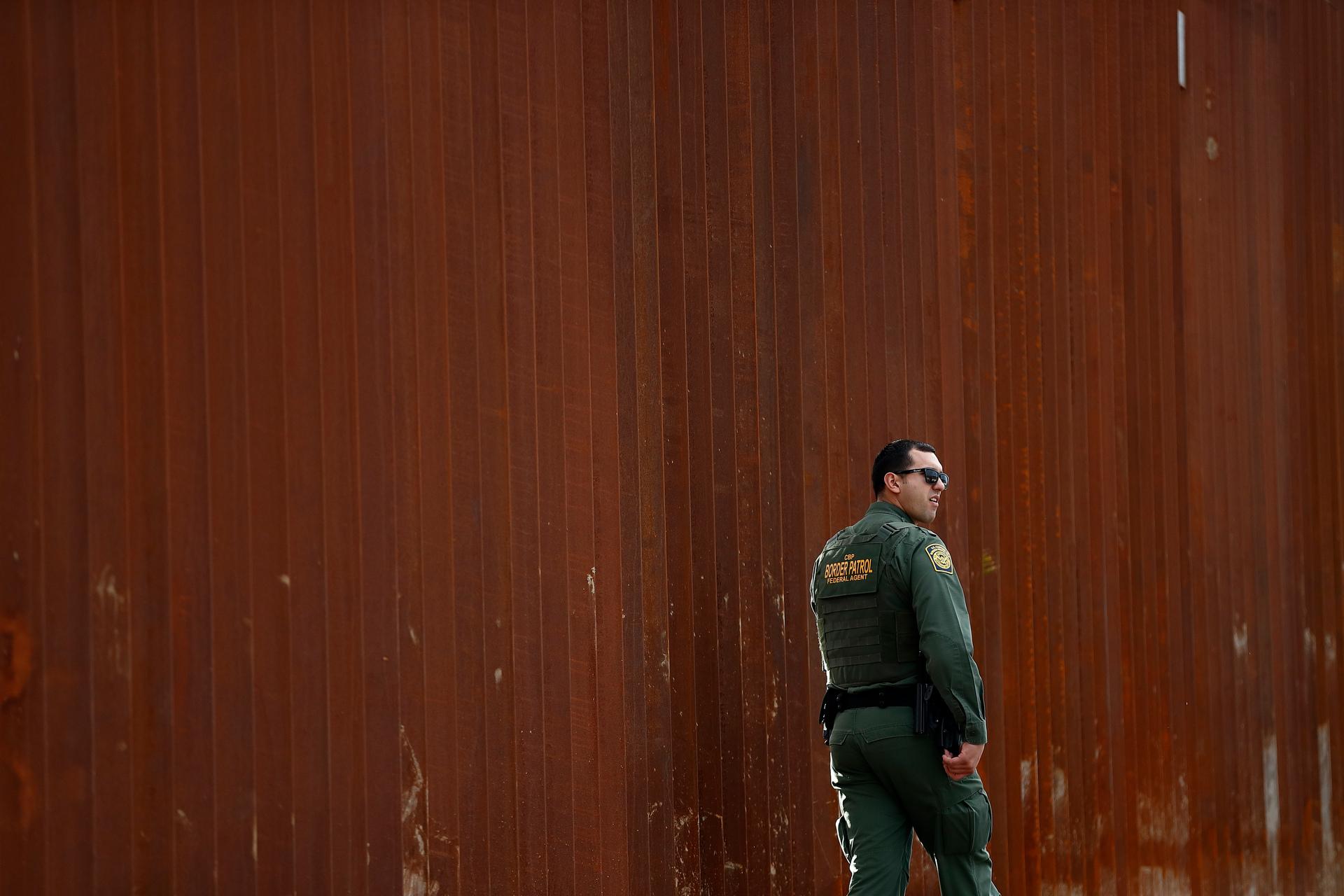 Obstacles ahead over Trump's border wall