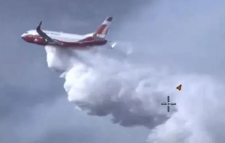 Large air tanker arrives to fight Perth bushfires while heatwave conditions make firefighters' job even more difficult