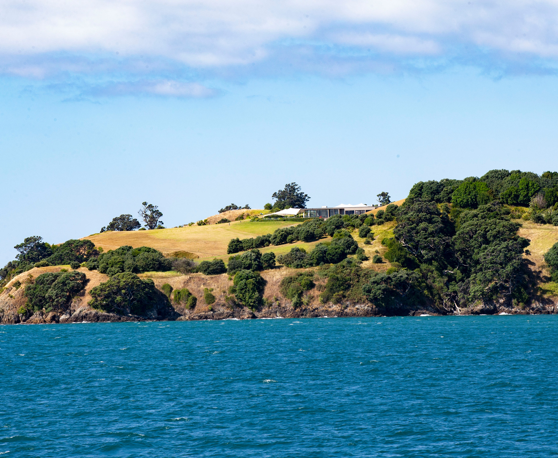 4000 Waiheke homes affected after suspected fibre cut
