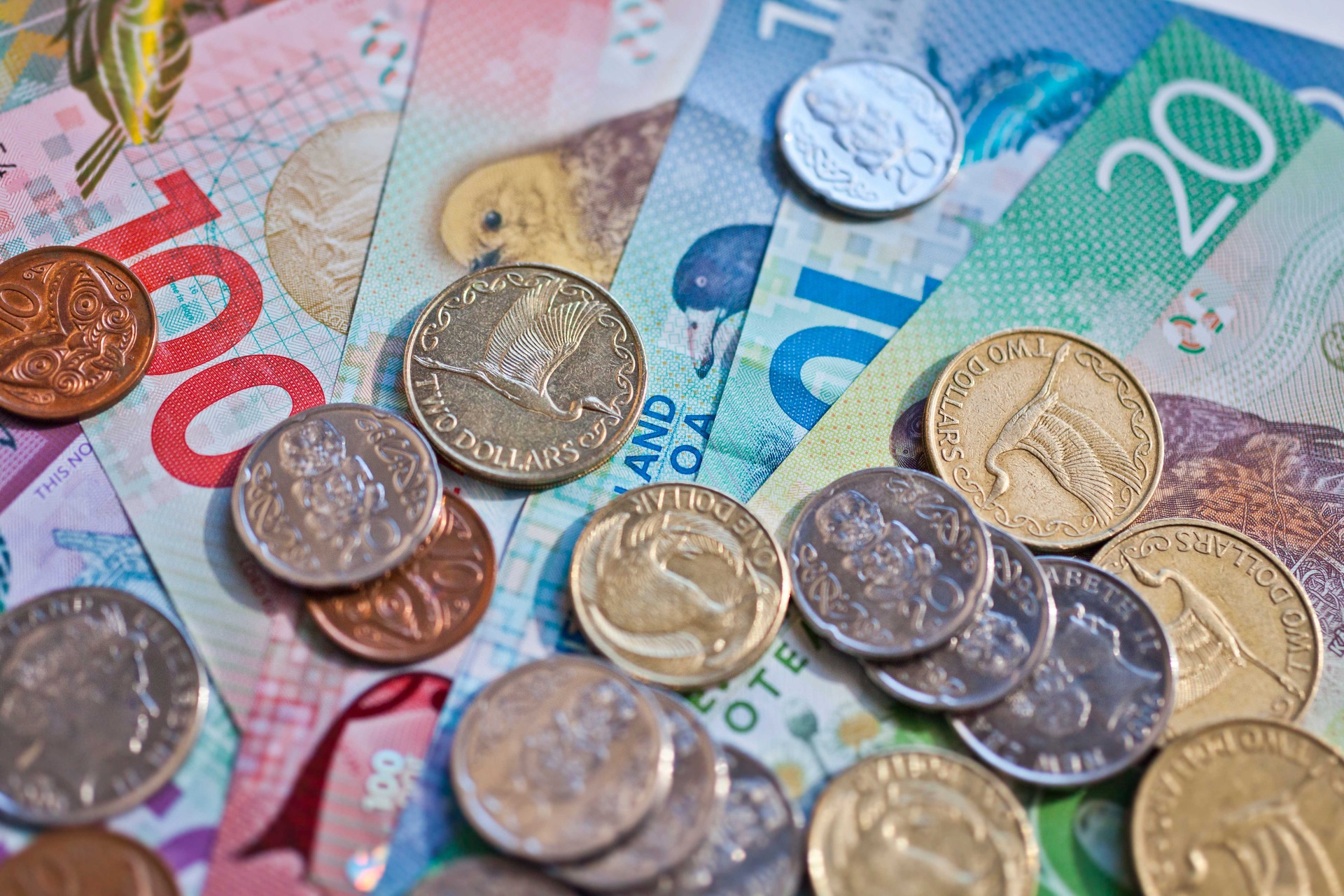 NZ dollar falls against Aussie on stronger-than-expected jobs numbers