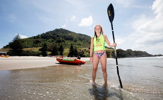 Teen girl saves kayaker on rocks