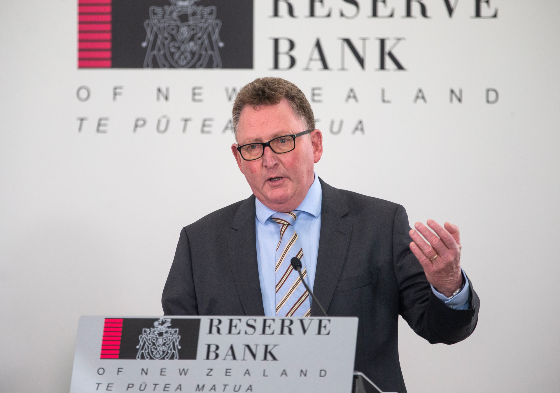 Mike Hosking: Cash rate chop shows this Government has strangled the