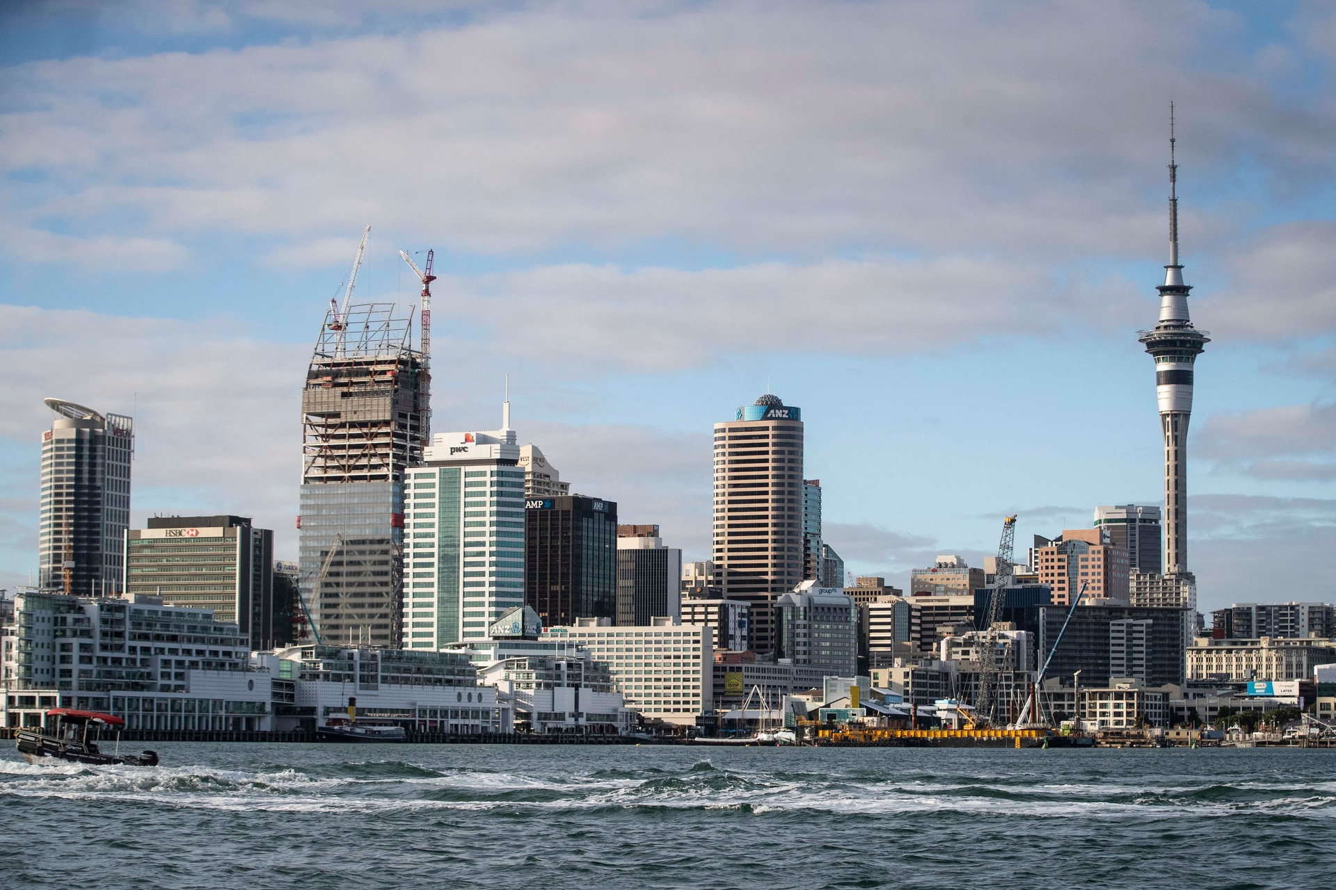 Auckland Council approves free kids' public transport at weekends