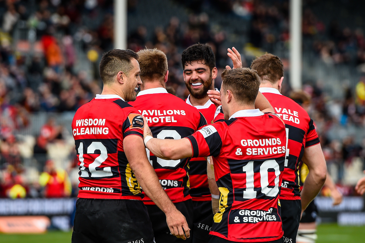 Shield stunner: Canterbury cling on with last-gasp try