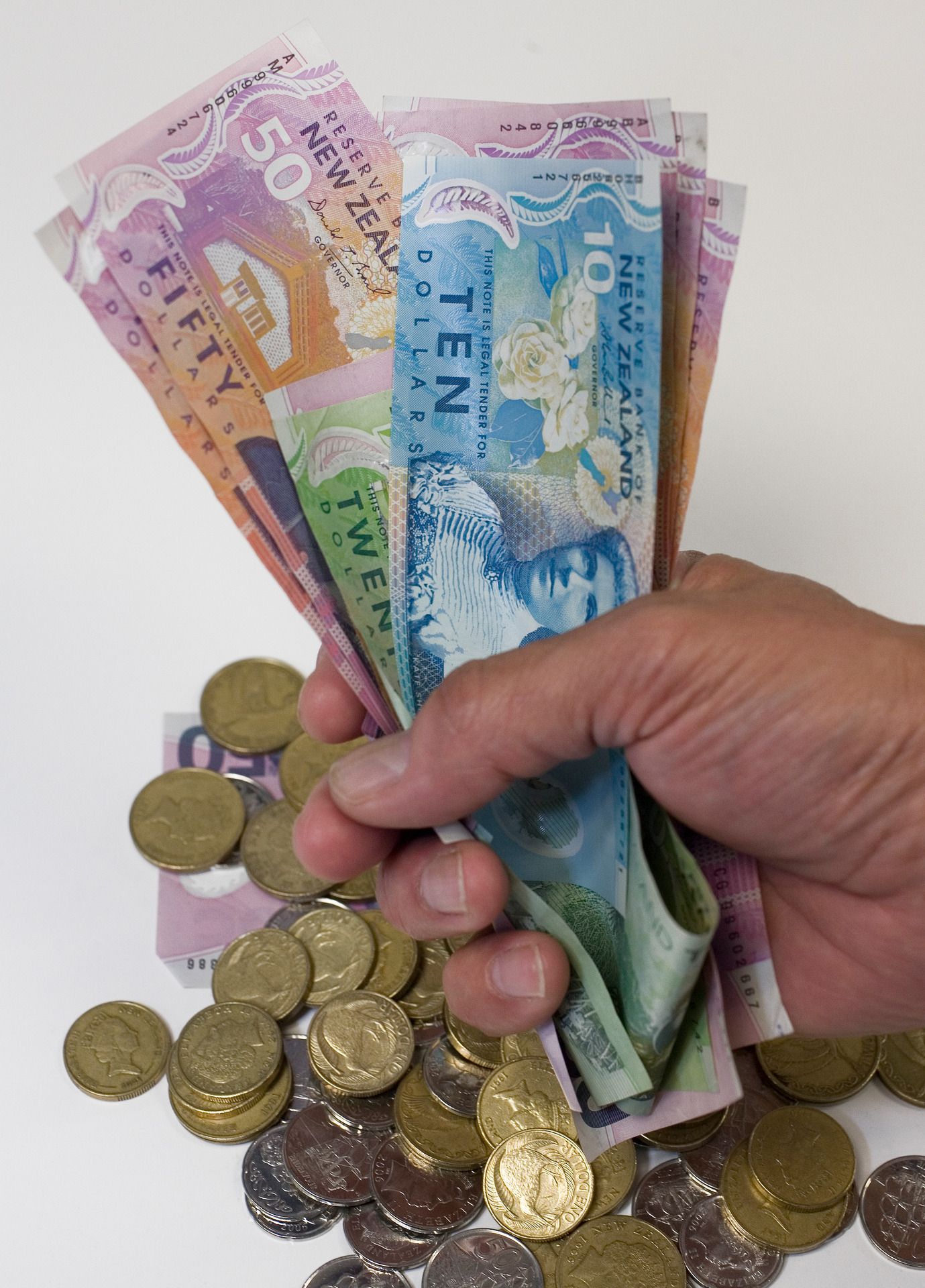 NZ dollar falls after RBA governor signals potential rate cut