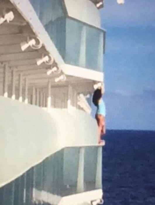 'Moron' cruise passenger has holiday cut short by reckless selfie