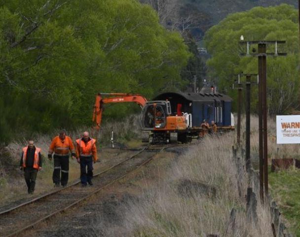 Train derails at Taieri Gorge