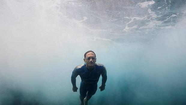 Kiwi freediving champion William Trubridge swims Cook Strait - underwater