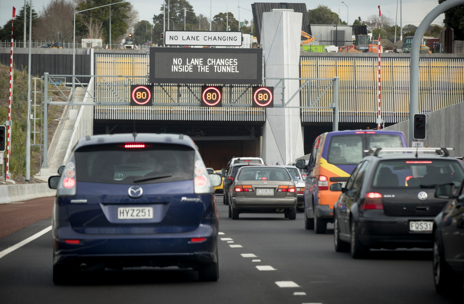 Delays heading into city from airport as overheight truck blocks Waterview Tunnel
