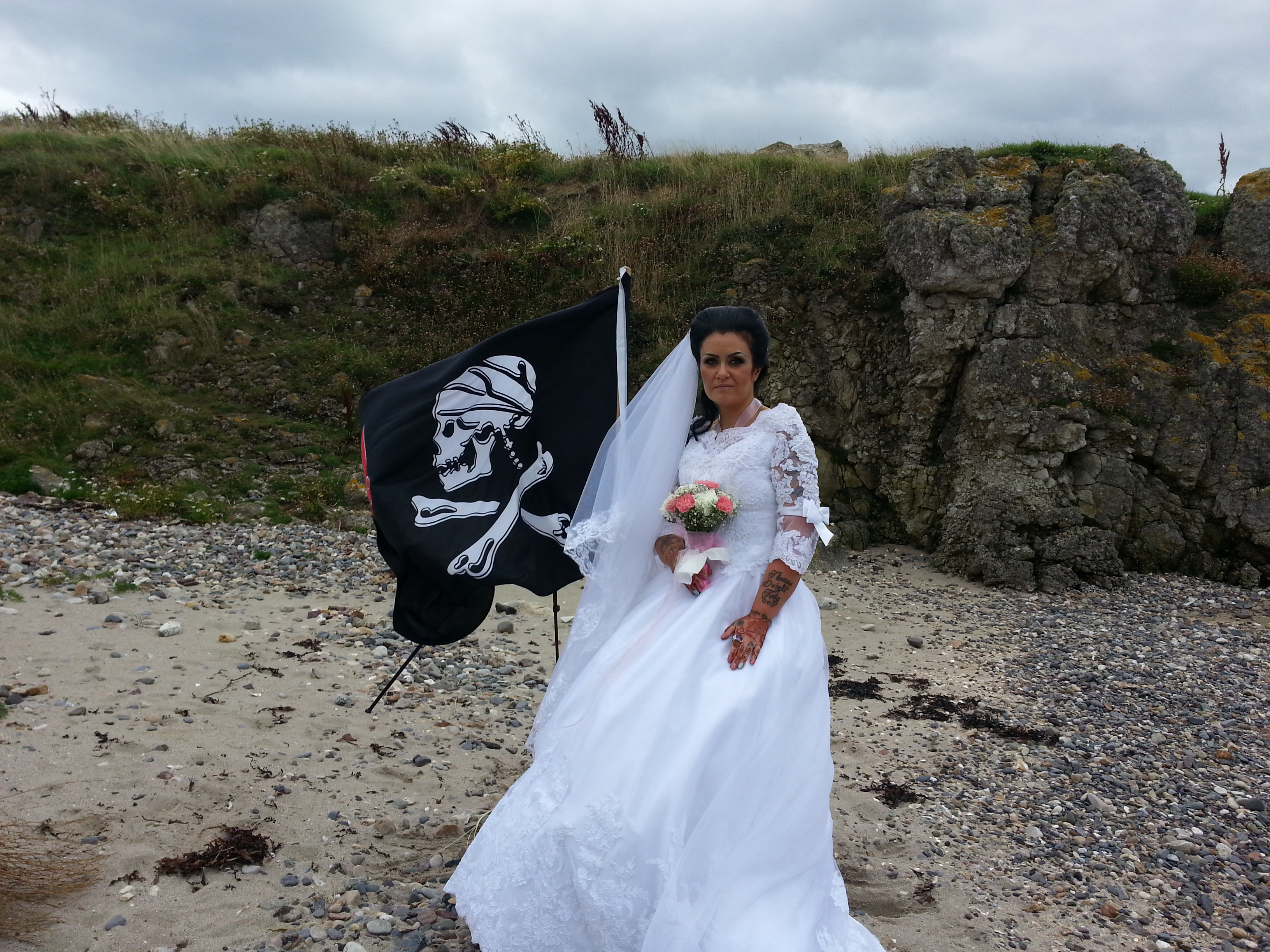 00676f118f086 Woman marries ghost of 300-year-old pirate - NZ Herald