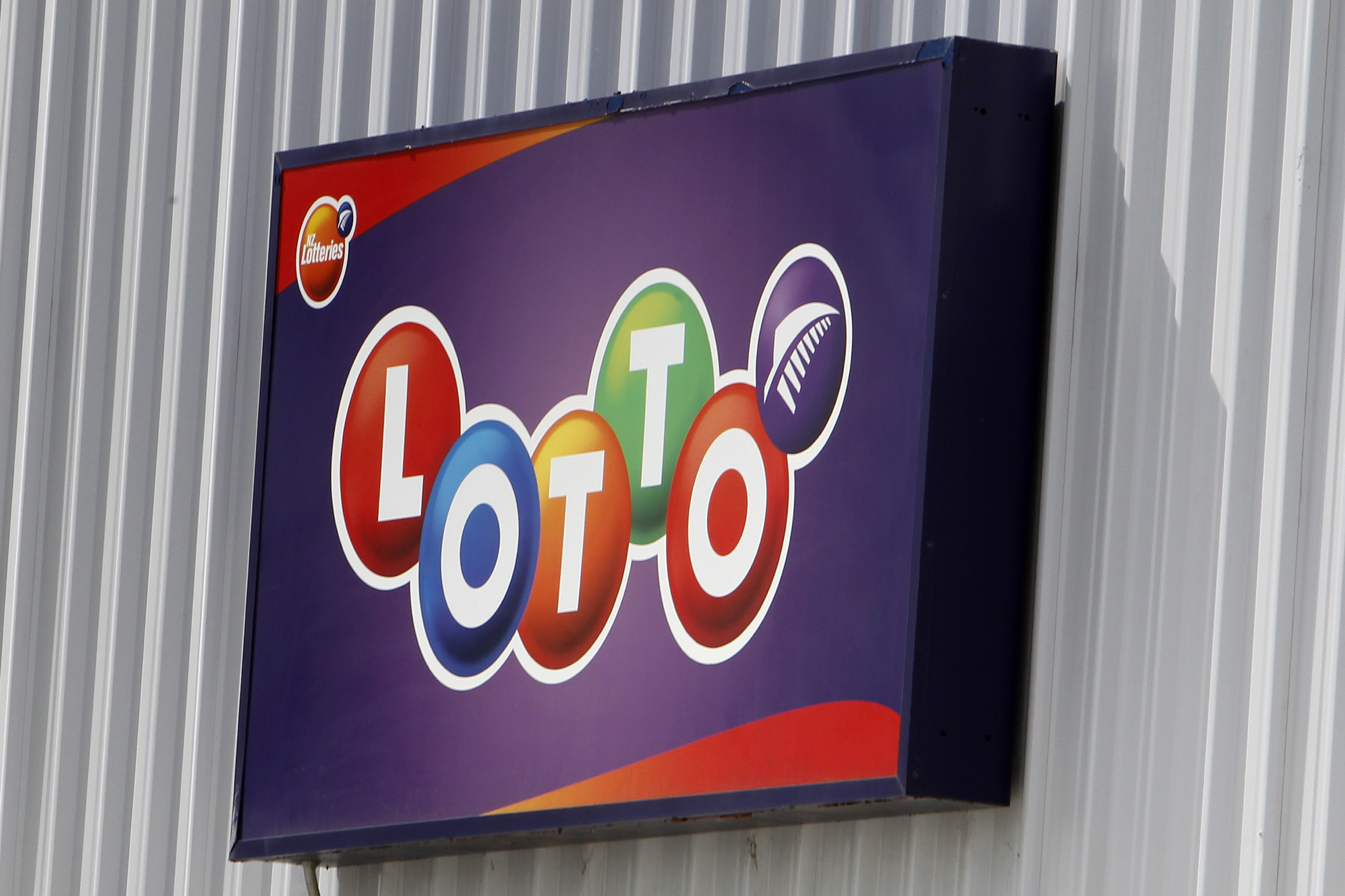Five Lotto numbers prove very lucky - NZ Herald