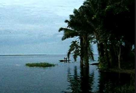 30 dead, 200 missing after boat sinks on Congo lake
