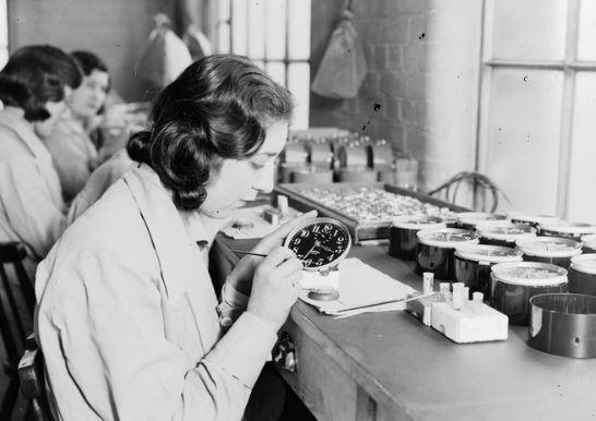 'Radium girls': the women who glowed in the dark