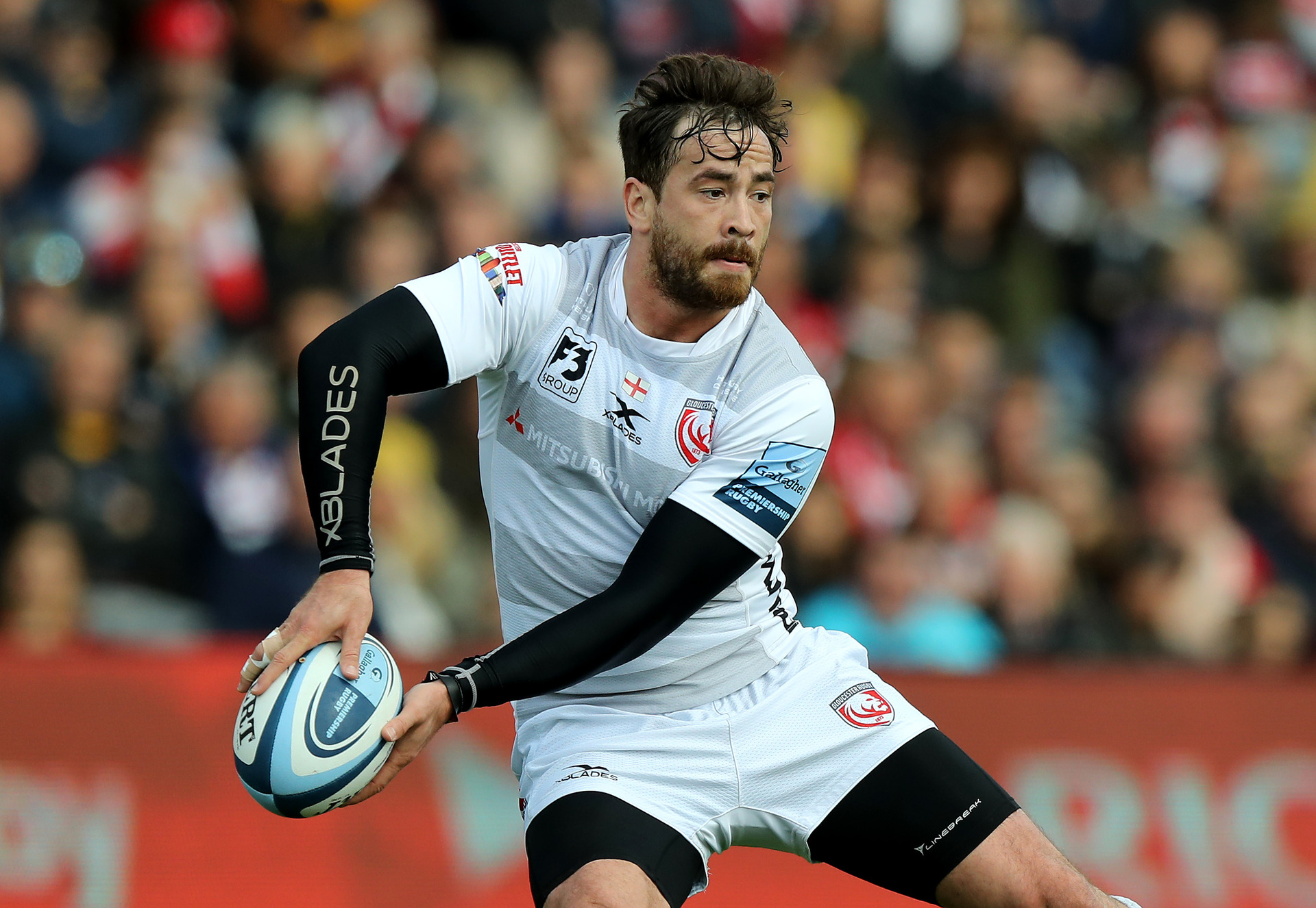 Rugby: Controversial Cipriani to stay at home