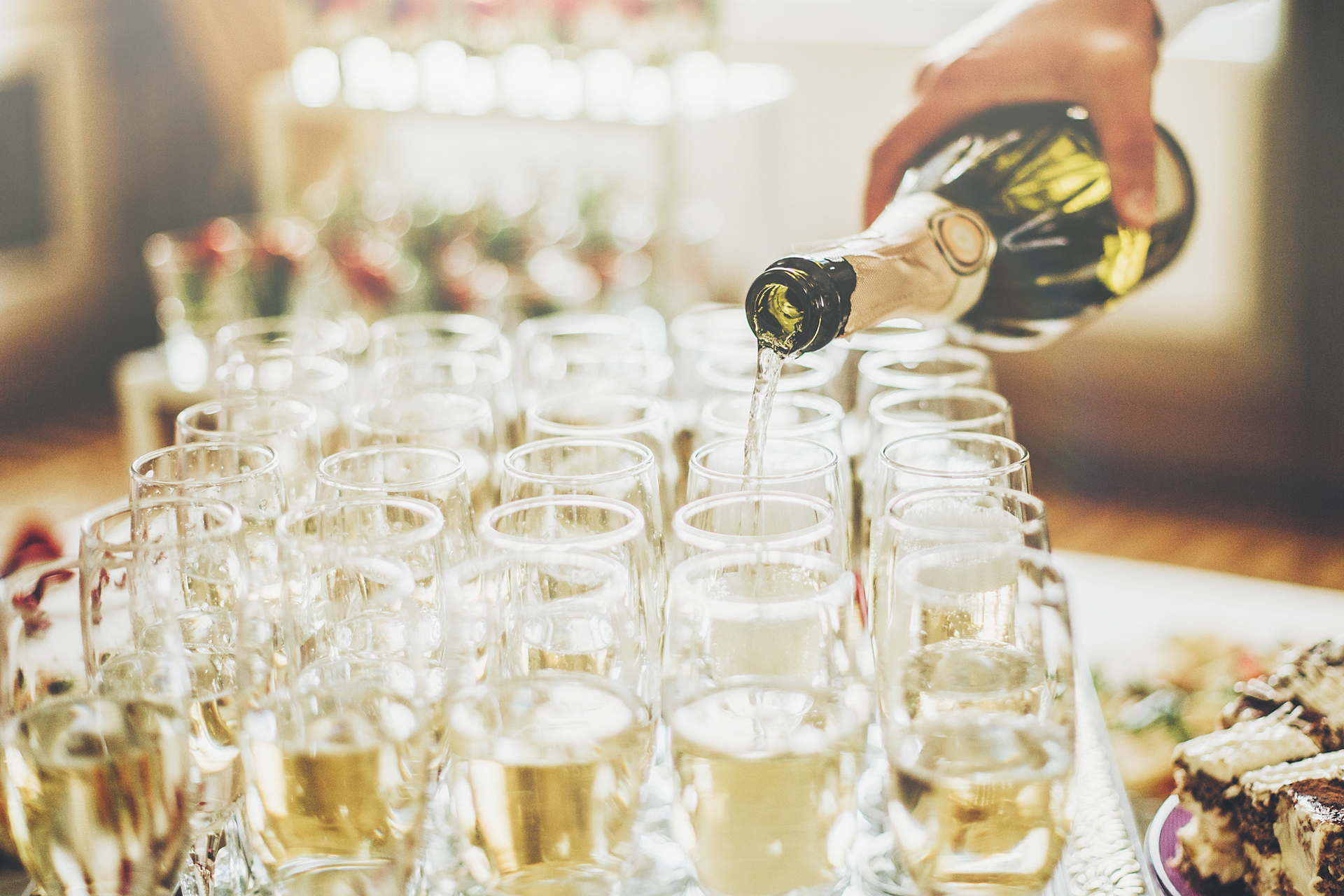 Bride slated for cash bar at wedding to pay back expenses