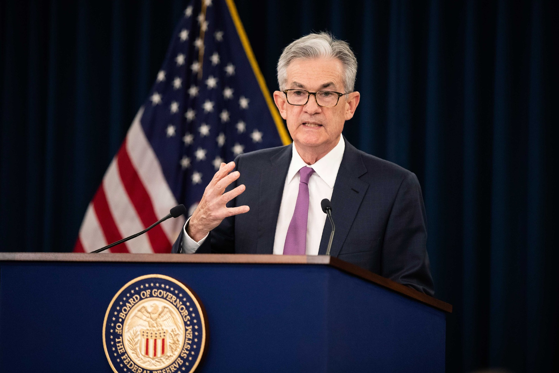 Jerome Powell says economy favourable but facing 'significant risks'