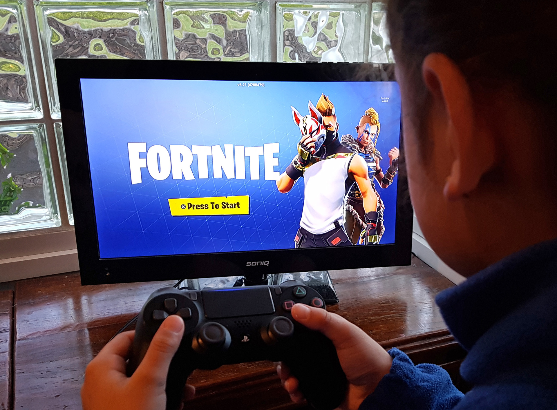 Principals concerned about late-night online gaming as 'Fortnite' popularity soars
