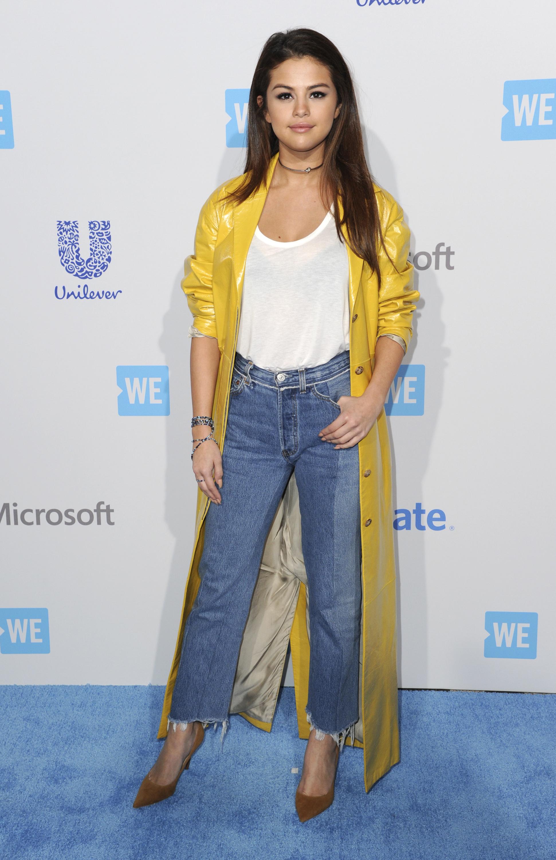 Selena Gomez amerikai énekesnő diszkográfiája két filmzenei albumból, három kislemezből, két promóciós kislemezből és öt.