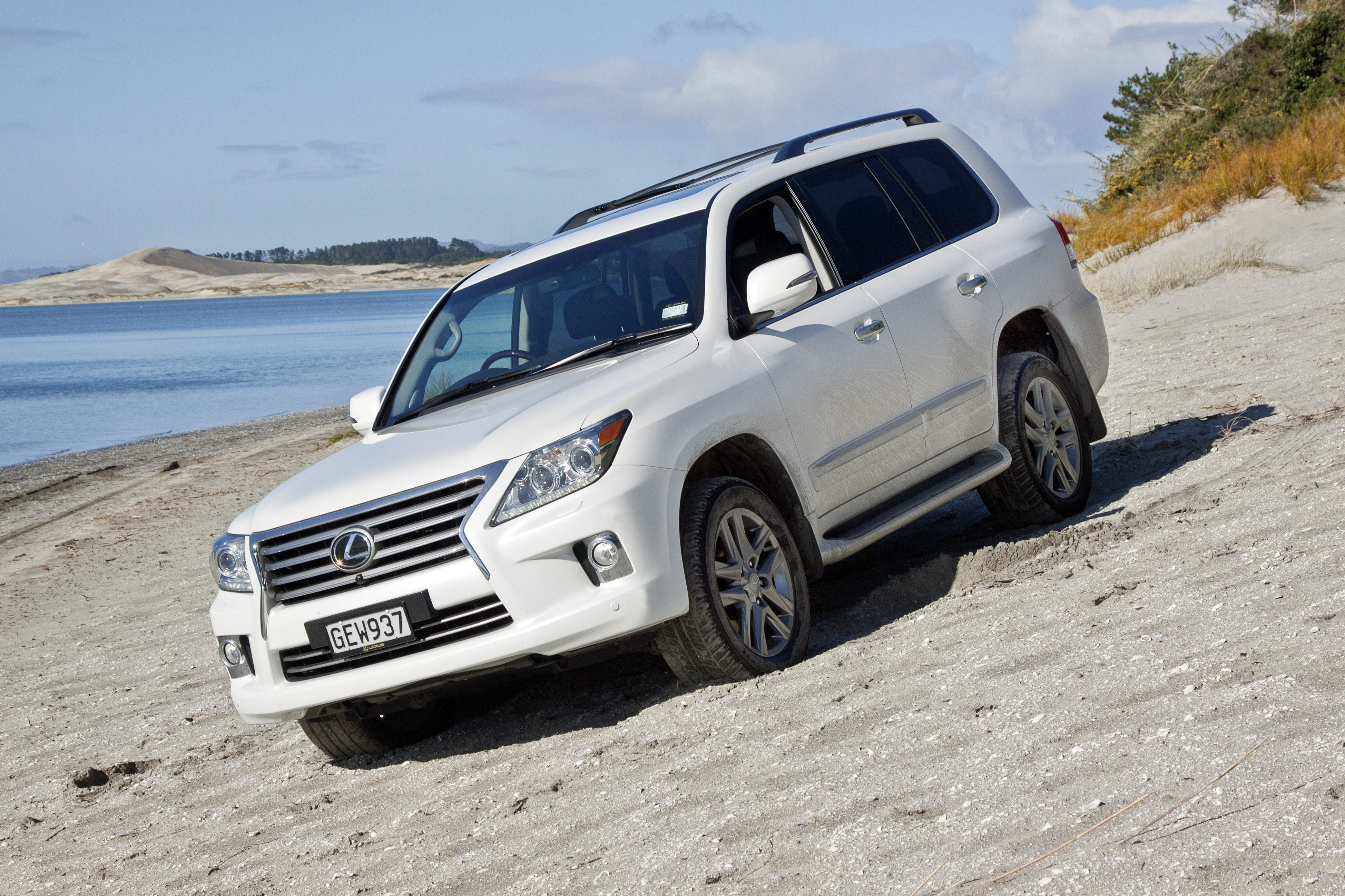 Land Cruiser Vs Lx570 Big Brother Has The Edge Nz Herald