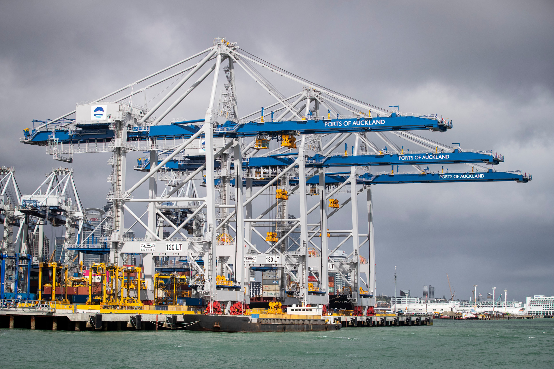 Ports of Auckland has to move, says Jacinda Ardern