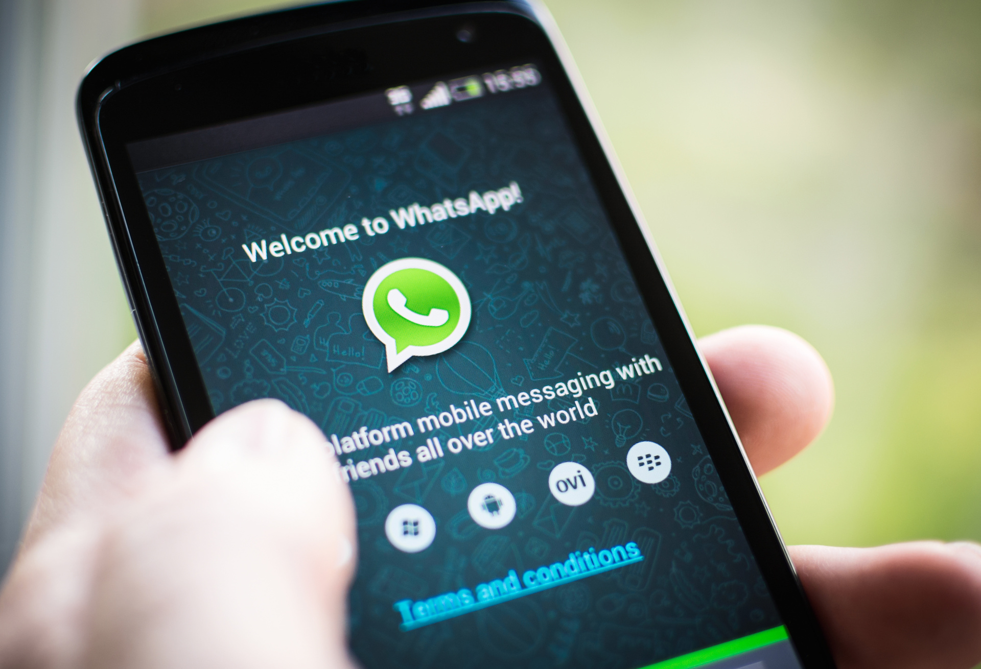 WhatsApp urges 1 5 billion users to update apps
