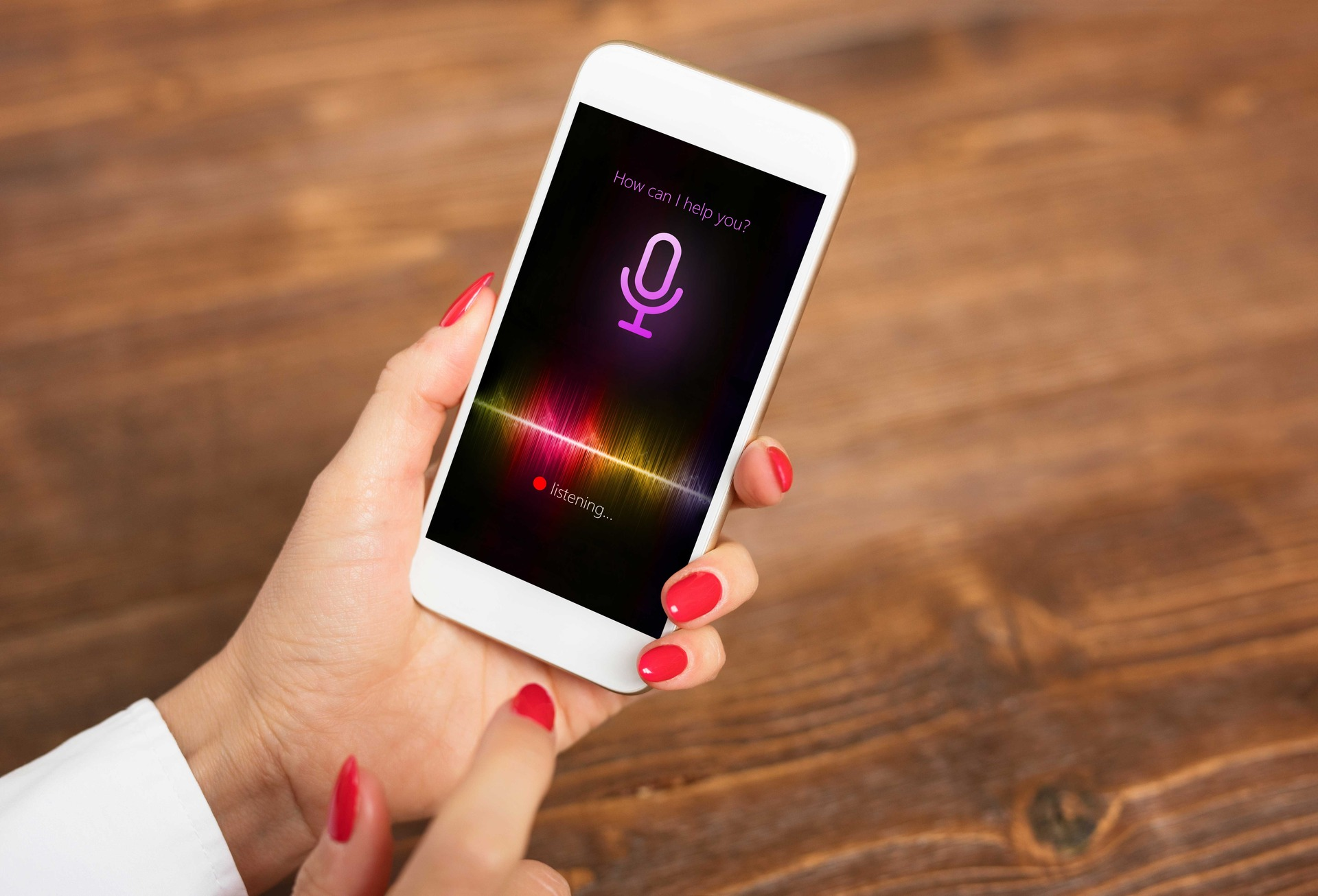 Apple says its contractors will stop listening to users through Siri