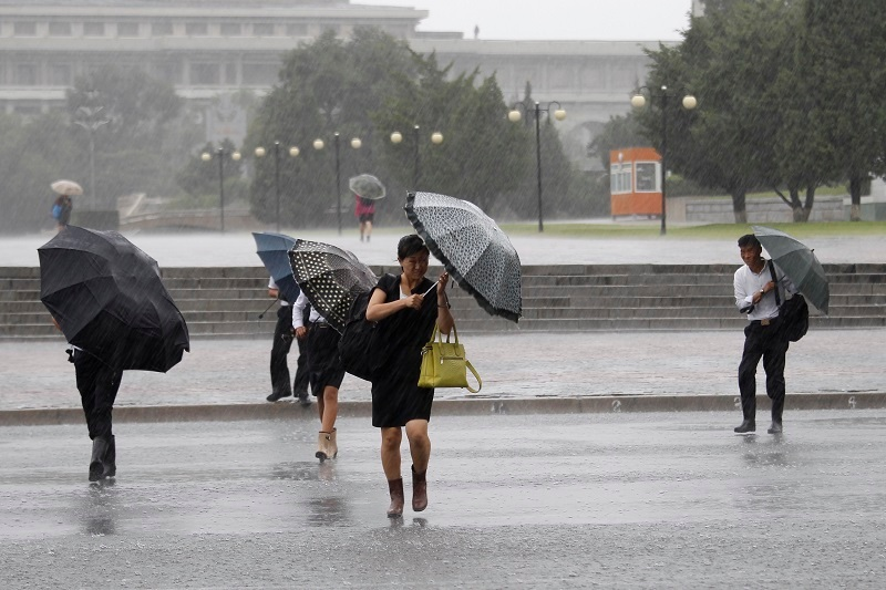 Typhoon in South Korea kills three before moving on to North Korea
