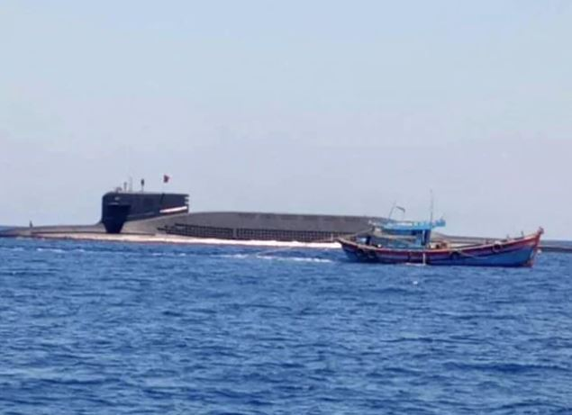 Chinese nuclear sub in 'embarrassing' incident