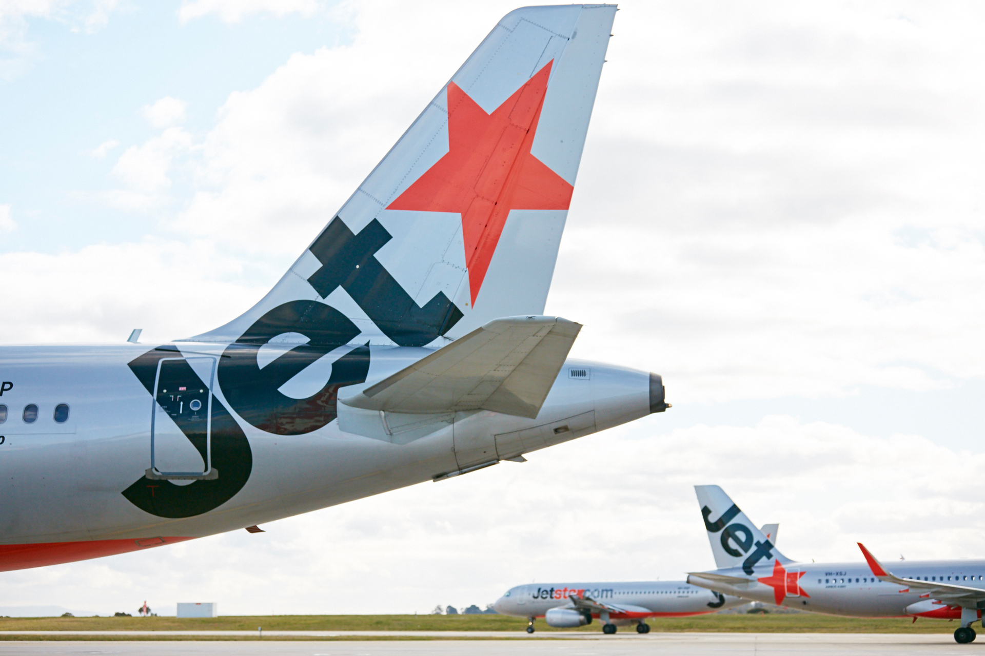 Man dies at Auckland Airport after mid-air emergency on Jetstar flight